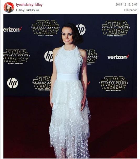 """דייזי רידלי בשטיח האדום בבכורת """"מלחמת הכוכבים: הכח מתעורר"""" בהוליווד"""